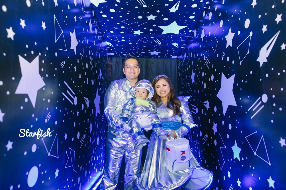 Chaz space themed kiddie party photography by starfish media